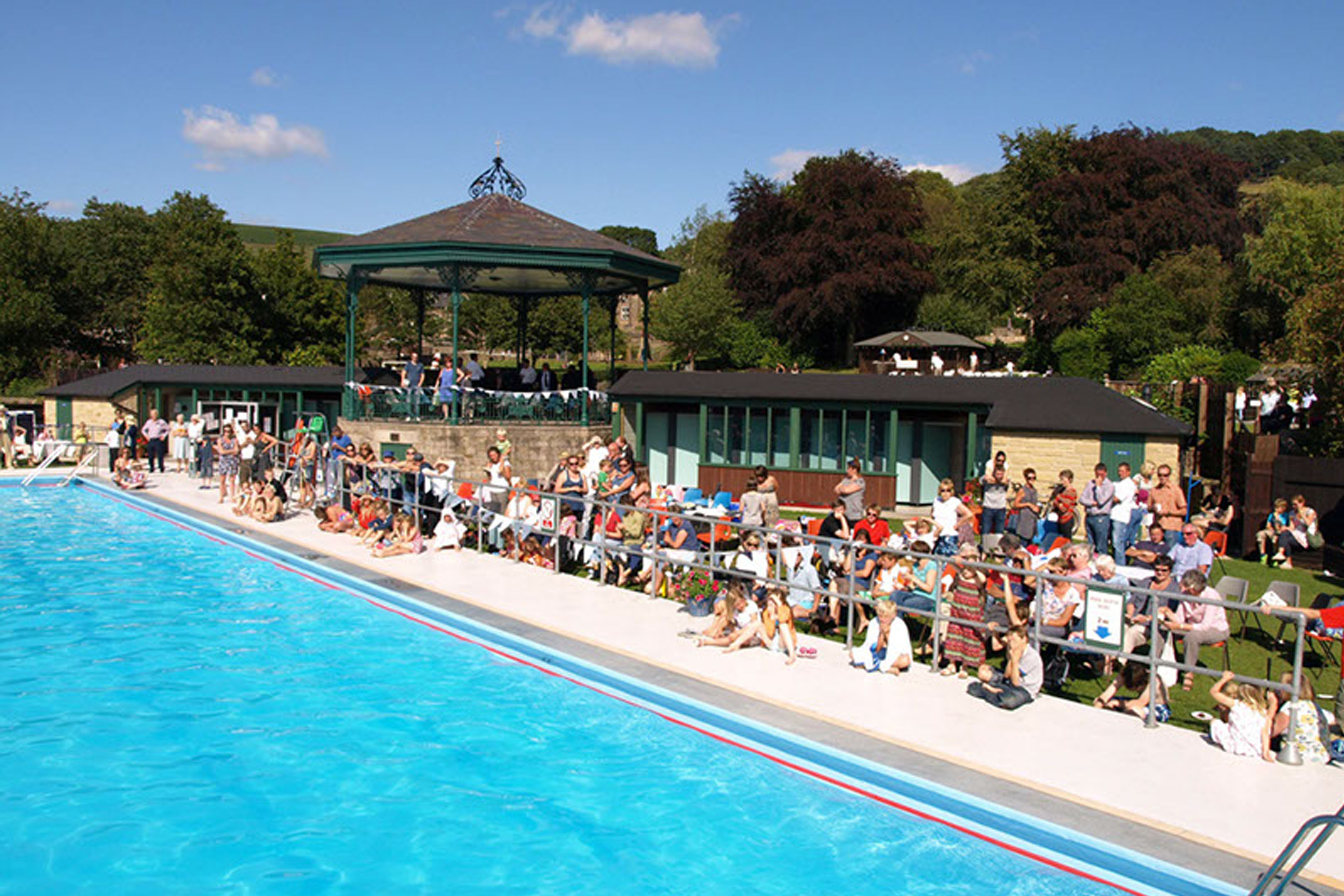 Hathersage open air swimming pool and little john s - Buxton swimming pool opening times ...
